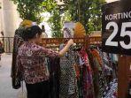 20180626koleksi-batik-karya-anne-avantie-di-pasar-tiban-kota-kasablanka_20180626_165050.jpg