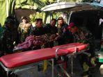 20180808-marinir-tangani-pasien-korban-gempa-lombok_20180808_113250.jpg
