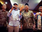 20180927safari-politik-ke-surabaya-sandiaga-uno-malah-terima-saweran_20180927_202305.jpg