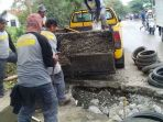 20181106perbaikan-jalan-raya-cipayung-depok_20181106_162112.jpg
