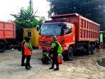 ada-40-truk-sampah-sisa-banjir-yang-tersangkut-di-pintu-air-manggarai090201.jpg