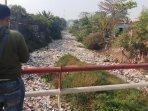 ada-tumpukan-sampah-di-kabupaten-bekasi-lokasinya-di-kali-jambe-tambun041.jpg