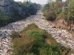 ada-tumpukan-sampah-di-kabupaten-bekasi-lokasinya-di-kali-jambe-tambun043.jpg