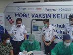 ahmad-riza-patria-meninjau-program-mobil-vaksin-keliling-di-kantor-lurah-cipedak.jpg