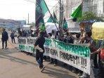 aksi-demonstrasi-puluhan-orang-yang-mengatasnamakan-hmi-komfaktek130720202.jpg