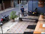 aksi-pencurian-burung-terjadi-di-jalan-al-baidho-kelurahan-lubang-buaya-kecamatan-cipayung.jpg