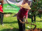 alfamart-tanam-pohon-di-bintaro-jakarta-selatan.jpg