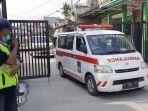 ambulans-bawa-warga-positif-covid.jpg