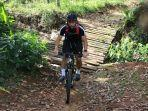 andritany-ardhiyasa-memilih-mengisi-libur-latihan-tim-dengan-olahraga-bersepeda.jpg