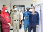 anies-baswedan-saat-mengunjungi-rumah-sakit-budhi-asih-cawang-pada-senin-25102021-malam.jpg