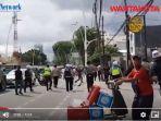aparat-kepolisian-mengejar-massa-aksi-1812-yang-menyebar-ke-segala-penjuru-jalan.jpg