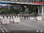 aparat-kepolisian-tampak-berjaga-jaga-mengantisipasi-aksi-buruh-di-patung-kuda-arjuna.jpg