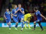 artem-dovbyk-mencetak-gol-kemenangan-untuk-ukraina-atas-swedia-2-1.jpg