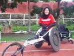 atlet-balap-kursi-roda-nina-gusmita-saat-ditemui-di-stadion-uns.jpg