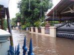 banjir-di-perumahan-jatibening.jpg