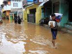 banjir-masih-mengenang-di-kawasan-cililitan-kecil-jakarta-selatan.jpg