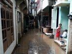 banjir-yang-merendam-pemukiman-warga-kebon-pala-rw-04-dan-rw-05-kampung-melayu.jpg
