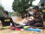 banser-turut-membantu-warga-yang-terkena-musibah-banjir-di-kalimantan-selatan.jpg