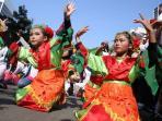 berita-foto-1745-penari-menari-massal-sambut-hut-ri-di-jalan-sudirman_20160821_125752.jpg
