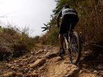bersepeda-menembus-perbuktian-cioray-menuju-ke-sodong-klapanunggal-bogor-jawa-barat.jpg