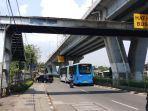 besi-konstruksi-jembatan-penyeberangan-orang-di-jalan-daan-mogot.jpg