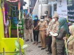 bupati-kepulauan-seribu-junaedi-kunjungi-rumah-warga-penerima-bantuan-program-bedah-rumah.jpg