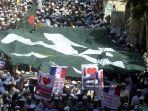demonstran-presiden-perancis-emmanuel-macron-di-bangladesh.jpg