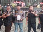 dpp-pekat-indonesia-bersatu-usai-menyampaikan-pengaduan-resmi-kepada-kpk-pada-senin-2792021.jpg