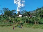 erupsi-gunung-merapi1_20180511_103023.jpg