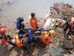 evakuasi-bocah-tenggelam-di-kedoya-kebon-jeruk240620201.jpg