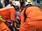 evakuasi-korban-gempa-sd.jpg