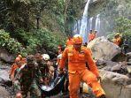 evakuasi-korban-longsor-air-terjun-tiu-kelep-lombok_001.jpg