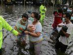 evakuasi-warga-saat-banjir-besar-menerjang-semarang-jawa-tengah.jpg