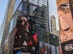 foto-unggahan-maruli-tampubolon-usai-wajahnya-muncul-di-layar-iklan-times-square-new-york.jpg