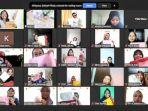 foto-virtual-bersama-peserta-dengan-hasil-dari-workshop-menghias-pouch.jpg