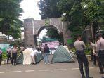gerakan-mahasiswa-dan-pemuda-langkat-gempala-nekat-mendirikan-tenda.jpg