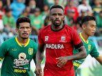 greg-nwokolo-tengah-madura-united_liga-indonesiaid.jpg