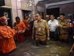 gubernur-anies-baswedan-saat-mengunjungi-lokasi-banjir.jpg
