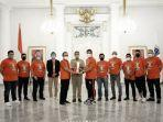 gubernur-dki-jakarta-anies-baswedan-menyambut-pemain-official-manajemen-persija-jakarta.jpg