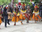 gubernur-jawa-tengah-ganjar-pranowo-menari-dan-bernyanyi-burure-tarian-dan-lagu-khas-papua.jpg