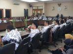 guru-honorer-mengadu-ke-dprd-kabupaten-tangerang-3_20181018_124650.jpg