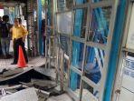 halte-transjakarta-simprug-ditabrak-trailer-2_20180419_134316.jpg
