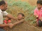 heboh-video-bocah-dikubur-hidup-hidup-oleh-orangtuanya-saat-gerhana-matahari-cincin291.jpg