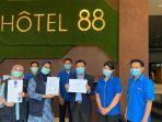 hotel-88-dan-luminor-hotel-raih-sertifikat-chse.jpg