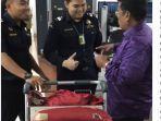 hotman-paris-hutapea-langsung-disambut-petugas-bea-dan-cukai-bandara-soekarno-hatta.jpg