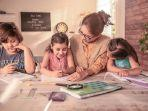 ibu-mengajarkan-anak1113.jpg