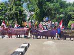 ikatan-mahasiswa-peduli-keadilan-dan-demokrasi-indonesia-menggelar-aksi-unjuk-rasa-di-kpk.jpg