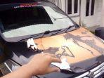 ilustrasi-melepas-stiker-dari-bodi-kendaraan.jpg