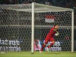 irfan-bachdim-mencetak-satu-satunya-gol-untuk-indonesia.jpg