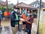 isnawa-adji-menyerahkan-bantuan-kepada-keluarga-sutarmo.jpg